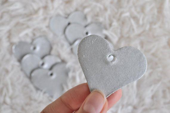 Zilveren hartjes cadeaulabels. Set van 4 door InTheHouseHandmade