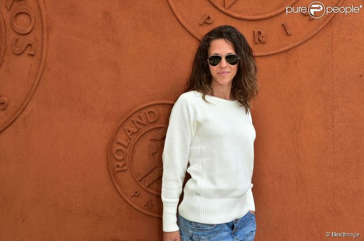 La chanteuse Lorie au village des Internationaux de France de tennis de Roland-Garros à Paris. Le 27 mai 2015.