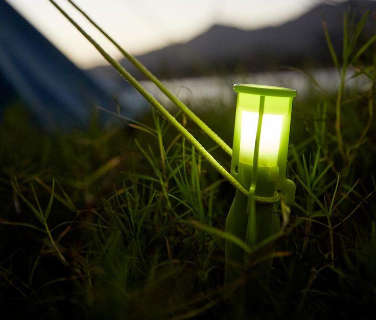 6,99 € Heringe mit LED-Licht  Diese Zeltheringe schützen beim Camping vor Stolperfallen im Dunkeln. Die integrierte LED-Beleuchtung rückt Hering und Abspannseil ins rechte Licht. So wird der nächtliche Gang über den Zeltplatz nicht zum Hindernislauf.