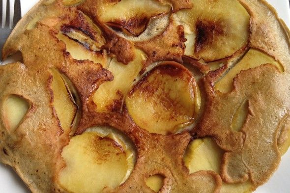 Omeletpannenkoeken met appel en bosbessen