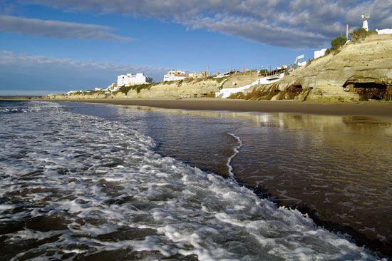 Los Grutas es un resort de playa. Se encuentra en la provincia Argentina de Río Negro.