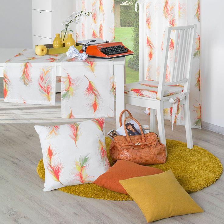 Sun Garden Kissenhülle Spirit rot/orange. Angenehm leicht sorgen die Aquarellfedern für eine Augenweide im Wohnbereich. Die zarten Federn sind in Orange und Rot gehalten. Leichtigkeit ist mit dem weichen Kissenbezug garantiert. #kissen #pillow #feder #feather #orange www.bettwaren-shop.de