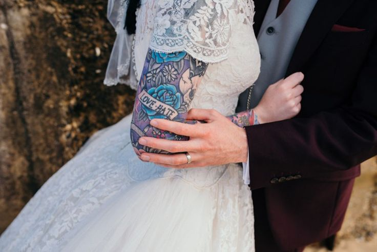 On Marry Me Ink today is Sophie, who radiates a fifties tattooed bride vibe, and her husband Kyle who looks great in his maroon suit (More maroon suits please!). From Marry Me Ink favourite Ed Godd…