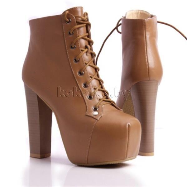 Высокие ботинки на шнуровке и на каблуке ретро