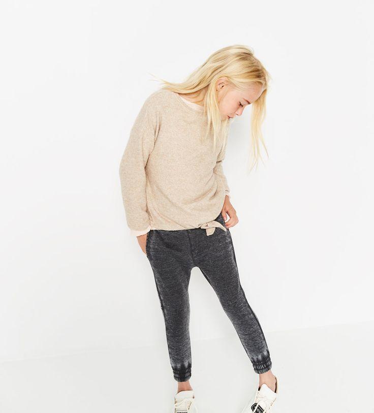 Spodnie z trawionej tkaniny