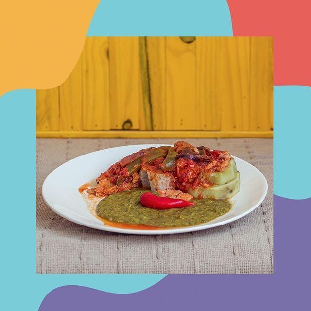 Muitas pessoas sentem dificuldade em preparar o quiabo, na receita de hoje você aprende direitinho como fazer um delicioso Purê de Espinafre e Quiabo acompanhado de batata-doce e peixe. ✔ 1 maço de espinafre; ✔ 8 quiabos; ✔ ½ ou ⅓ xícaras de carne defumada (ou carne seca); ✔ 2-3 xícaras de leite de coco; ✔ 3 dentes de alho; ✔ 1 cebola média; ✔ 1 pimenta vermelha; ✔ 4 cebolinhas inteiras; ✔ 1 maço de tomilho e coentro; ✔ sal e pimenta a gosto.  1.Lavar e picar as folhas de espinafre, o…