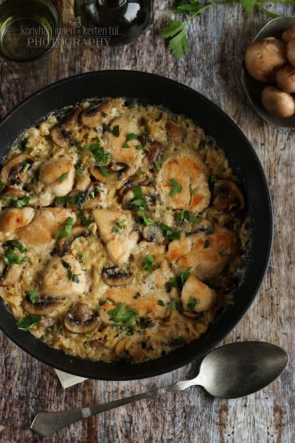 ...konyhán innen - kerten túl...: Gombás-csirkés egytál orzo tésztával