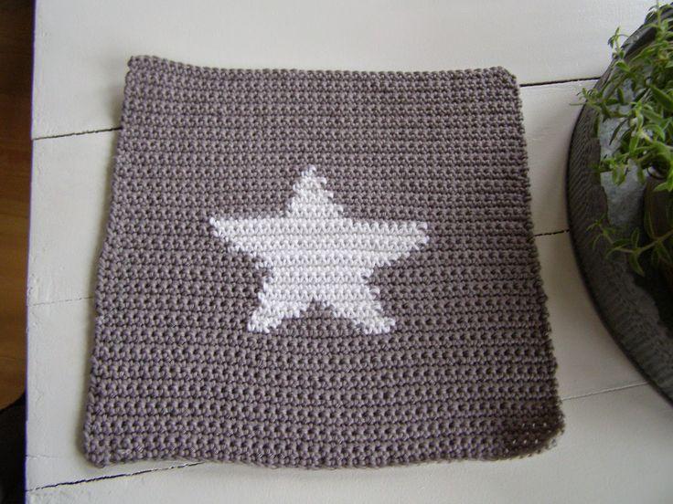 Halager: DIY - Hæklede karklude med stjerne og harer
