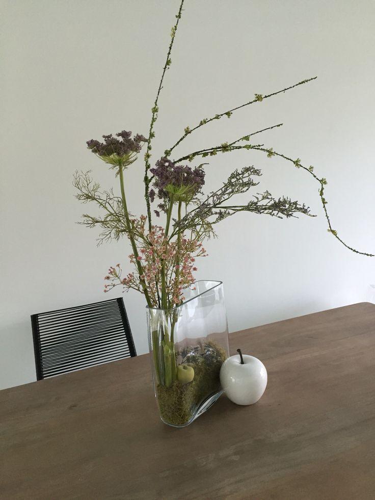 Bouquet fleurs composition florale bureaux