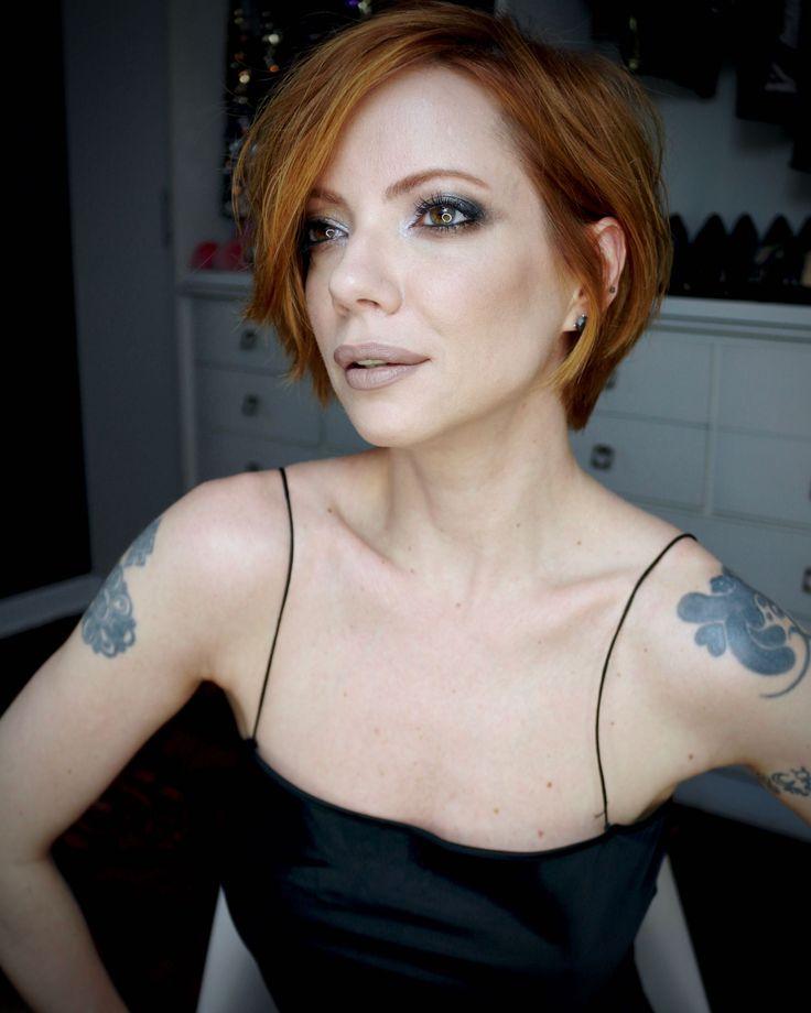 Julia Petit maquiagem usando o kit Dark Star da Pat McGrath