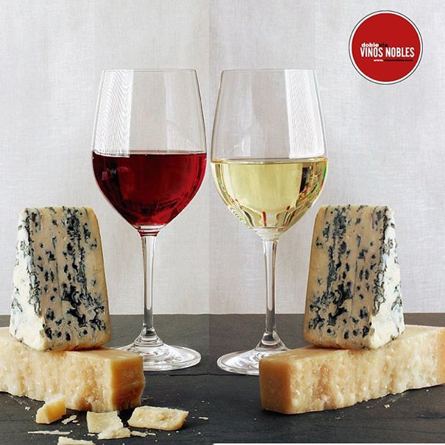 Si tienes un queso azúl o de oveja añejos algo rancios no dudes en acompañarlos de un vino dulce. #Tips #VinosNobles