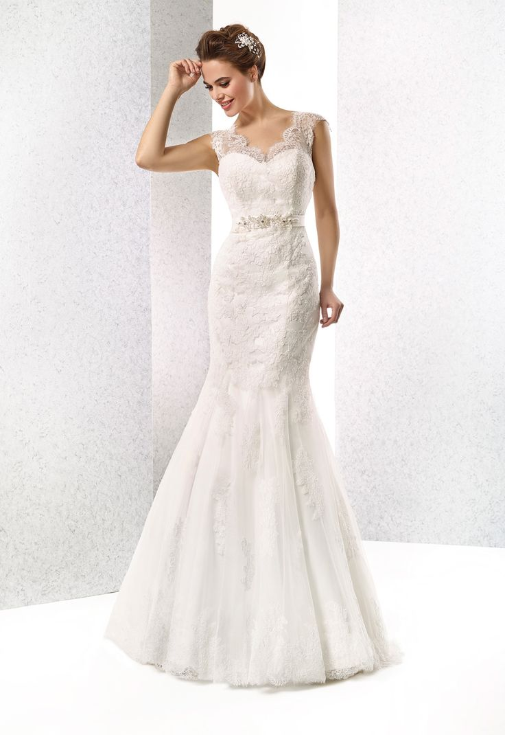 Sexy Trumpet/mermaid Sweep/brush Train Lace V-neck Beading Wedding Dresses