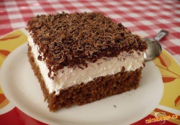 POTŘEBNÉ PŘÍSADY: TĚSTO: 1 balíček prášku do pečiva 100 g cukru krupice 100 ml vody 200 ml oleje 2 lžíce kakaa 3 vejce 150g hladké mouky KRÉM: cukr, rum, 2 kelímky zakysané smetany 2 kelímky pomazánkového másla 1 – 2 kelímky smetany ke šlehání NA OZDOBU: 2 balíčky hořké čokolády POSTUP PŘÍPRAVY: Vejce rozklepneme a …