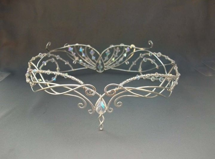 Beautiful Celtic headpiece. The bead and width is very beautiful and elegant.<< (Abi/Alex)