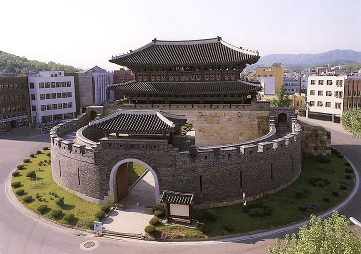 Korean castle and palace? - SkyscraperCity ( www.skyscrapercity.com/showthread.php?p=2090961, 2004 )