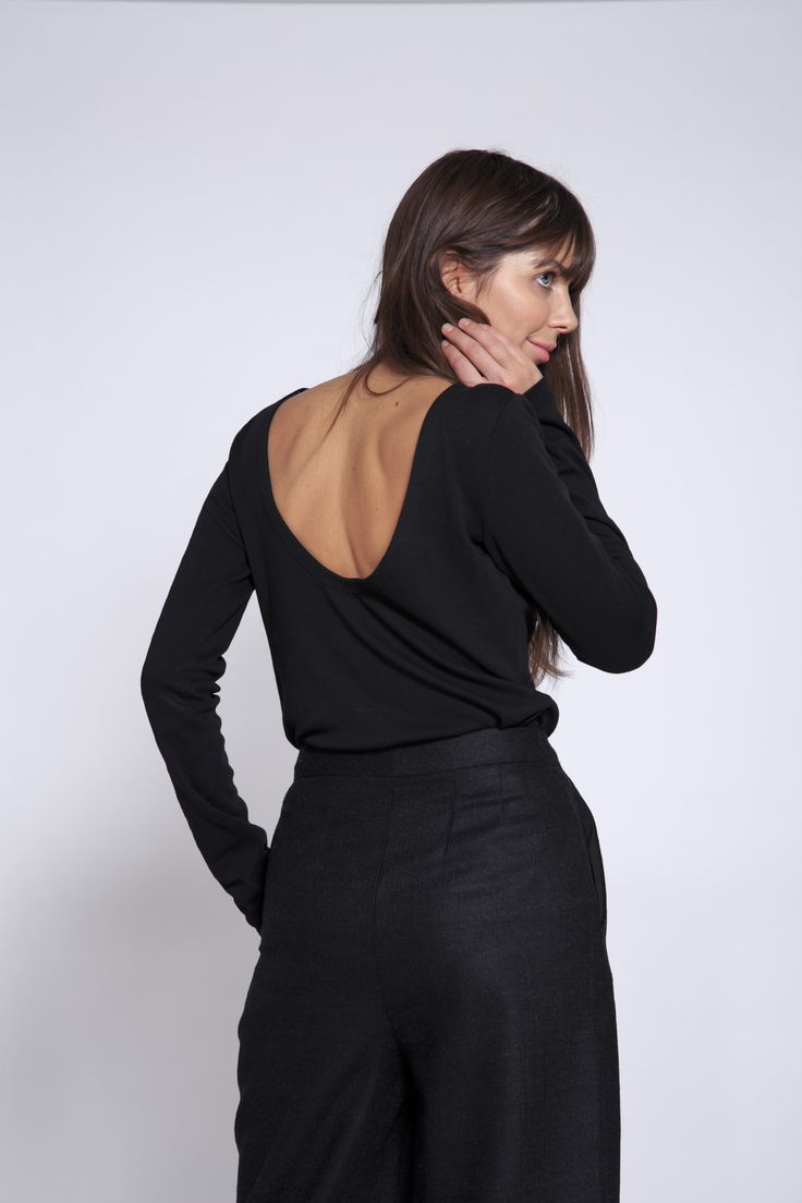 футболка с открытой спиной - Ушатава