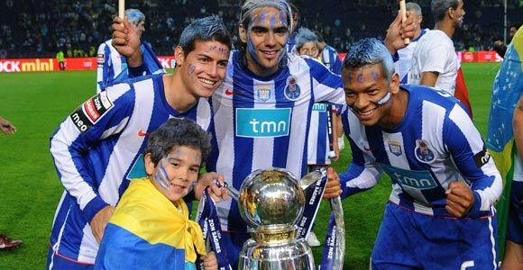 James Rodríguez, Radamel Falcao García y Freddy Guarín, son la cuota colombiana en el Oporto de Portugal que esta tarde disputará la final de la Liga Europa frente al Sporting Braga. Mayo 17, 2011