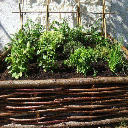 Un carré potager sur mon balcon: brilliant idea from Marie Claire Idees for a balcony herb garden.