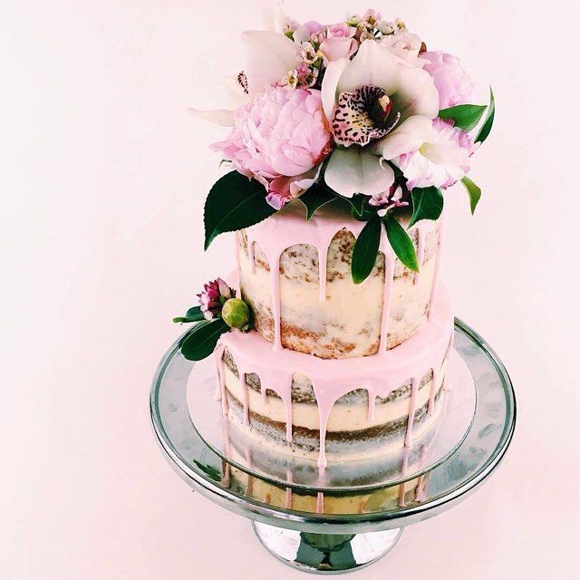 Discovering cake heaven over at the feed of Melbourne baker @dessertstomach! #pink #wedding #cake