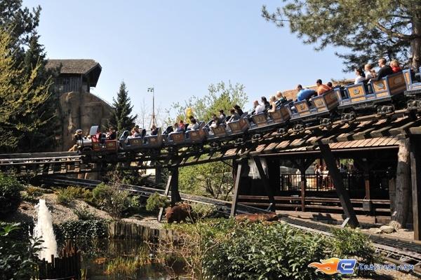 3/11   Photo du Roller Coaster Alpen Express situé à @Europa-Park (Rust) (Allemagne). Plus d'information sur notre site www.e-coasters.com !! Tous les meilleurs Parcs d'Attractions sur un seul site web !! Découvrez également notre vidéo embarquée à cette adresse : http://youtu.be/l83TX4Yx5yI