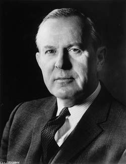 Maddie A: Lester Bowles « Mike » Pearson, premier ministre (1963-1968), homme…