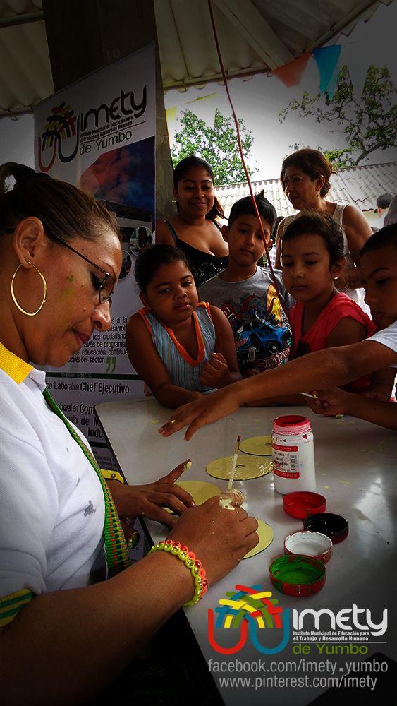 Talleres artísticos gratuitos, adelantada por instructoras del IMETY en San Marcos en la celebración del día del campesino.
