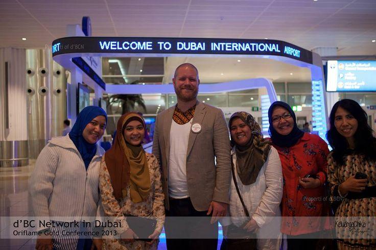 """""""Selamat datang di Dubai kakak Nurina Miriam... """" ucap papa Martin #dBCNinDubai #OriflameGC2013 — at Dubai International Airport - Terminal 1."""