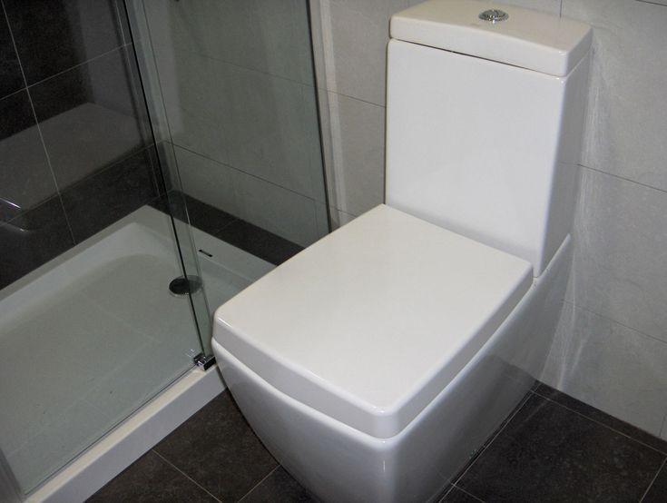 Te ofrecemos un servicio integral para la reforma de tu espacio de baño y ducha. Cambiamos tu bañera por una ducha con una secilla obra