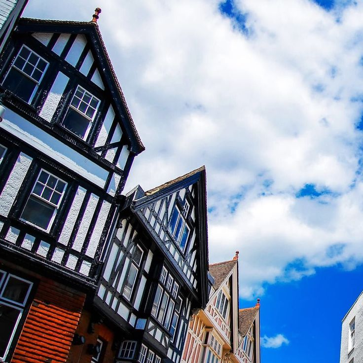 The #medieval streets of #canterbury are dotted with attractive black and white timber-framed 16&17 century #weaverhouse s. The most iconic of these buildings is the #oldweavershouse #resturant along the river stour that takes it's. Ale from the influx of #flemish and Huguenot weavers who settled in the area after fleeting from religious persecution during the 16th and 17th centuries. #britain #uk #instadaily #canonphotography #canon5dmarkiii #canon #travel #bbctravel #travels #travelgram…