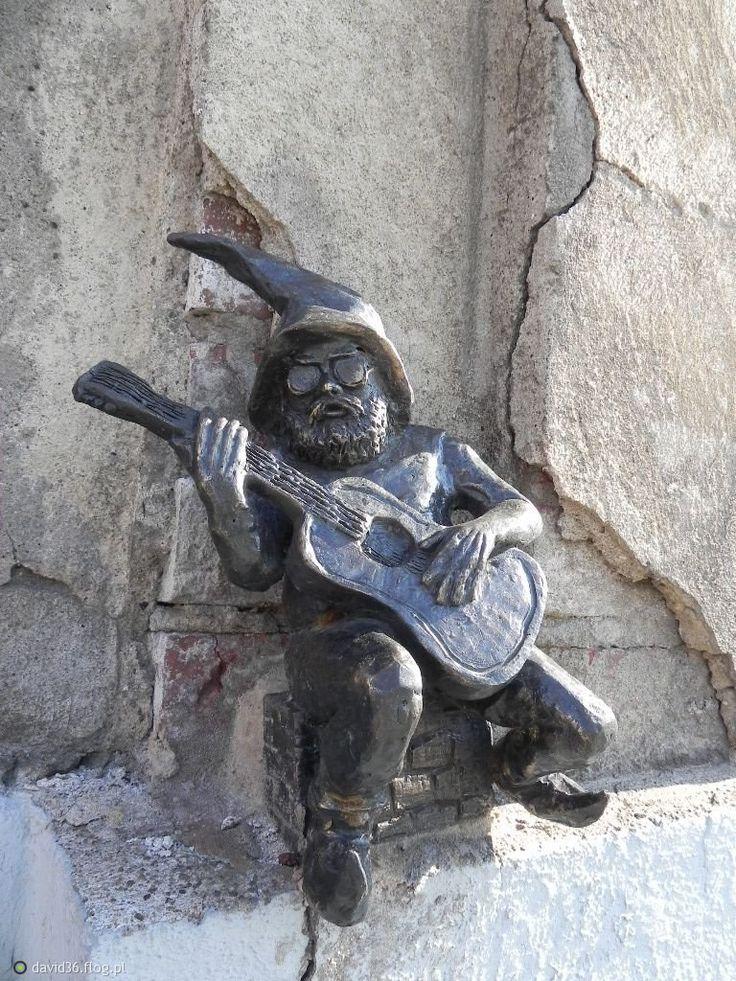 A guitar playing gnome - Wrocław, Poland  Barduś - Plac Solidarności 1/3/5  Wrocław, Polska