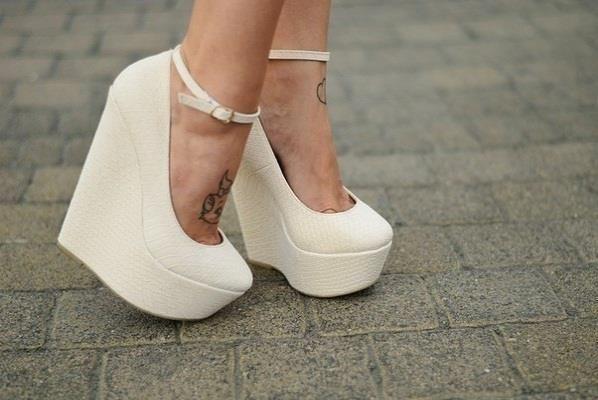 Туфли на сплошной платформе белые