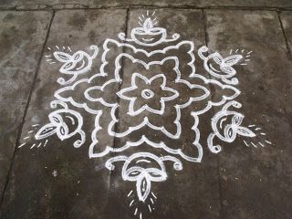 Rangoli designs/Kolam: S.No. 39 :-13-7 pulli kolam- interlaced dots kolam...