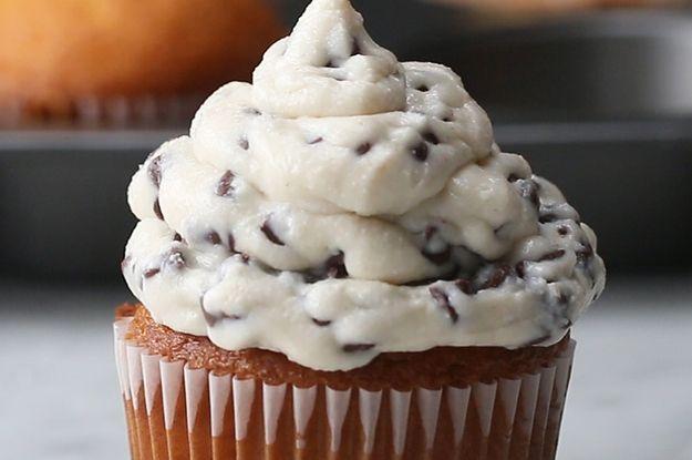 Chocolate 'Cannoli' Cupcakes