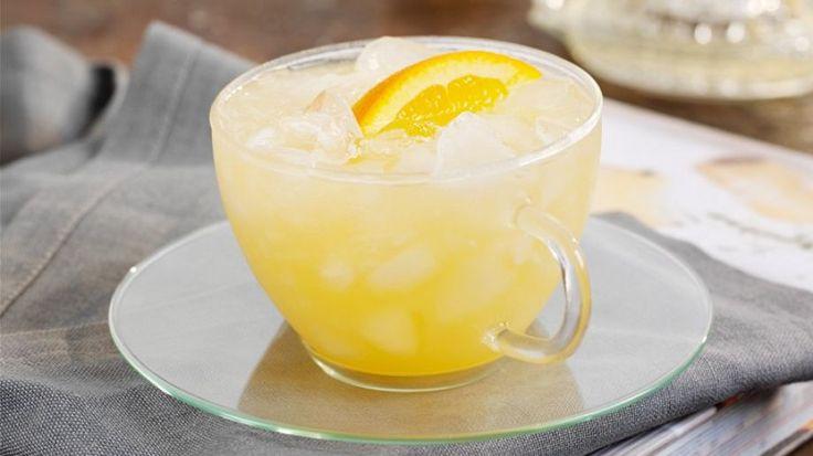 Flüssige Abkühlung aus Jasmin-Tee, Ingwer, Honig und Orangensaft: Orangen-Eistee | http://eatsmarter.de/rezepte/orangen-eistee-0
