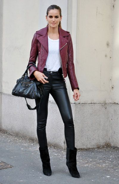 Once more burgundy, here in a leather jacket, assembled with leather black pants. Just awesome.