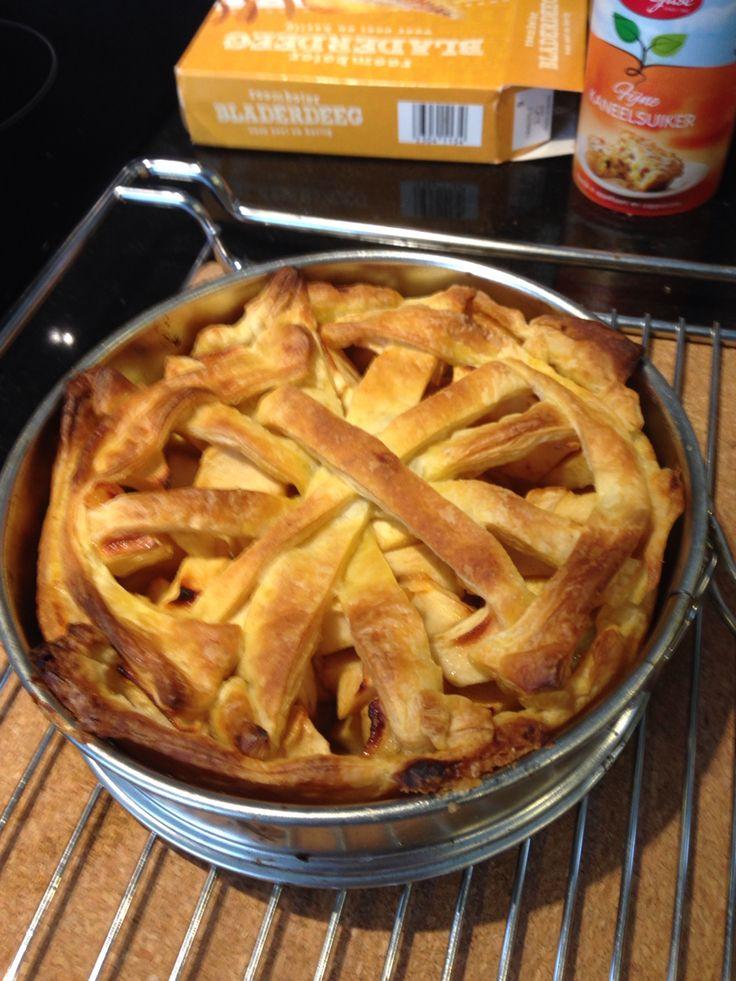 Wakker worden met sneeuw en snel een mini appeltaartje bakken met bladerdeeg.