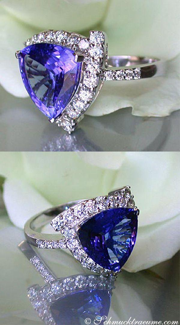 Beautiful: Tanzanite Diamond Ring, WG-18K -- 1 Tanzanite, 4,60 cts. - 29 Diamonds, Full Cut, 0,82 cts. G-VSI -- Find out: schmucktraeume.com - Visit us on FB: https://www.facebook.com/pages/Noble-Juwelen/150871984924926 - Any questions? Contact us: info@schmucktraeume.com