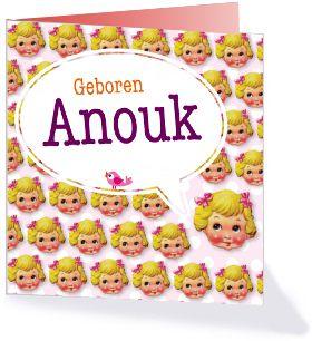 Dit is een geboortekaartje uit onze collectie 'Schattige Geboortekaartjes'. Een klassiek afgebeeld poppengezicht is over de voorkant verspreid om aan te geven dat er een meisje geboren is.