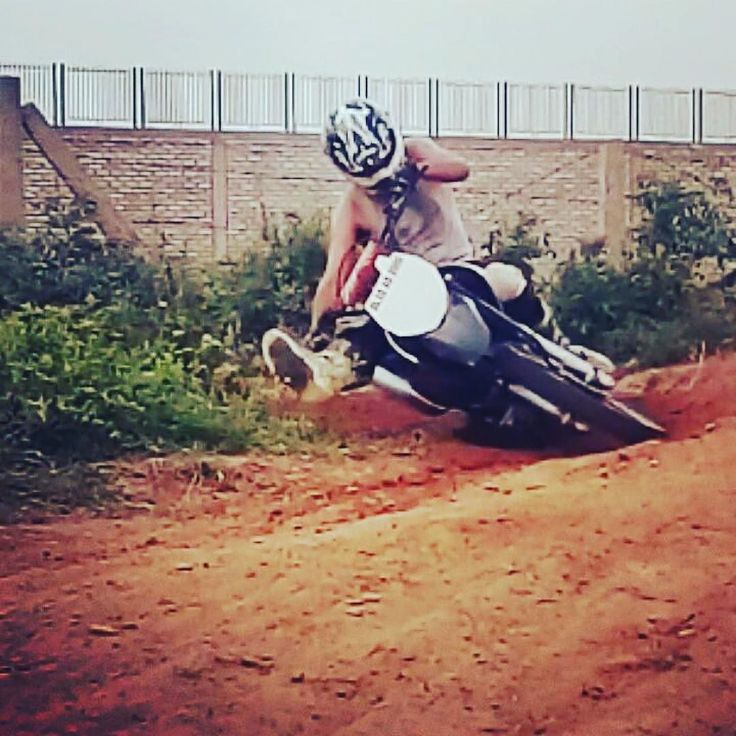 @irfan.alam144 ripping the #heroimpulse #heromotocorp with his extreme motocross skill!  Around 67 degrees. Tag your pics and videos with @wheelsguru  to be featured.   Follow #wheelsguru @shahnawazkarim  Check our page: http://ift.tt/2c7NjU3 click the link in the bio  wheelsguru.com  #motocrossindia #supercross  #bikeindia #bikerbuddies #mrfracing #tvsracing #bike #baniyanmehero #trackday #lean #power