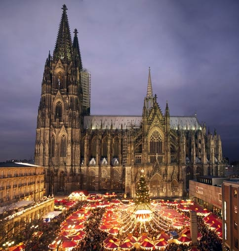 This is not the Netherlands, but it's certainly worth a visit: the Christmas Market in Cologne- a real Winter Wonderland!