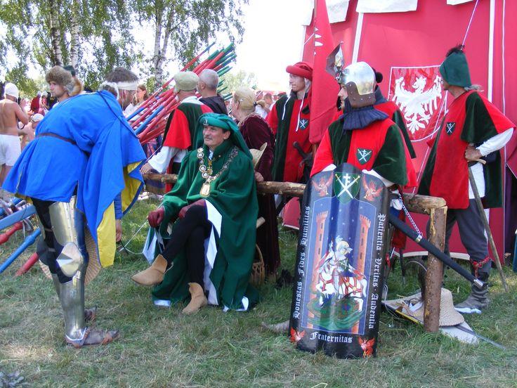 Hetman Tadeusz Pagiński w otoczeniu rycerzy chorągwi hetmańskiej - w obozie wojsk królewskich na polu bitwy - przed rozpoczęciem inscenizacji Bitwy pod Grunwaldem / 2010r.
