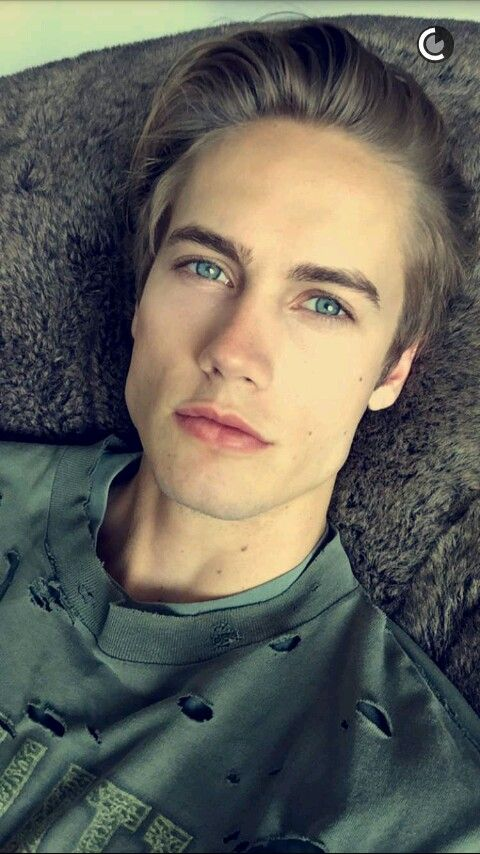 """Hey I'm neels""I smile""I'm 17 and single. I'm a werewolf, but I can be pretty mean at times just don't get in my badside. I enjoy doing pretty much anything, I just don't like getting wet. Come say hi?"""
