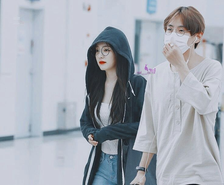 My vrene ❤. On the airport back from their holiday ✈. They're so cute with those glasses ❤ . #vrene #vreneshipper #vreneforlife #vrenecouple #kimtaehyung #kimtaetae #btsv #btstaehyung #irene #irenebae #baejoohyun #redvelvet #bangtanvelvet #bangtanvelvetshipper #btsvelvet #btsvelvetforever #btsvelvetfamily #bellatrixia #polaristique #satangelique #piscesablue #lumirius #foveona #cute #glasses #coupleglasses #flawless #visualcouple
