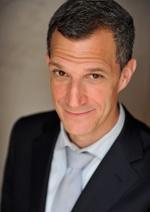 Greg Shapiro - The American Nederlander  Bekend van Comedy Central News, BoomChicago en BNR Nieuwsradio en al bijna 20 jaar woonachtig in Nederland. Naast komediant en acteur is Greg tevens werkzaam als coach en verzorgd hij onze engelstalige Humorworkshop!