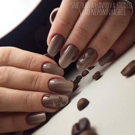 Градиентный маникюр с зернами кофе. Кофейный дизайн ногтей.