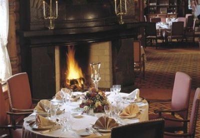 De Fem Stuer Restaurant på Holmenkollen Park Hotel Rica anbefales varmt. Servitørene er av en annen verden, og maten er upåklagelig!