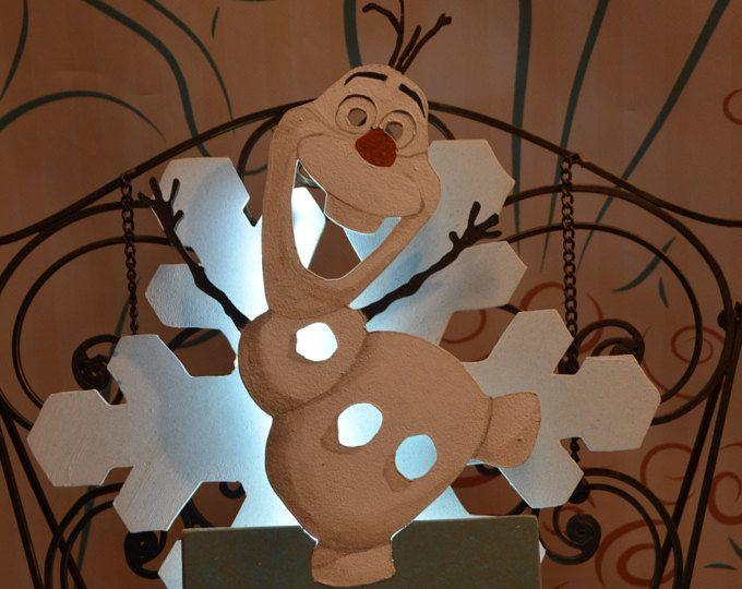 Lámpara infantil Olaf Frozen Personalizada. madera. pintado a mano