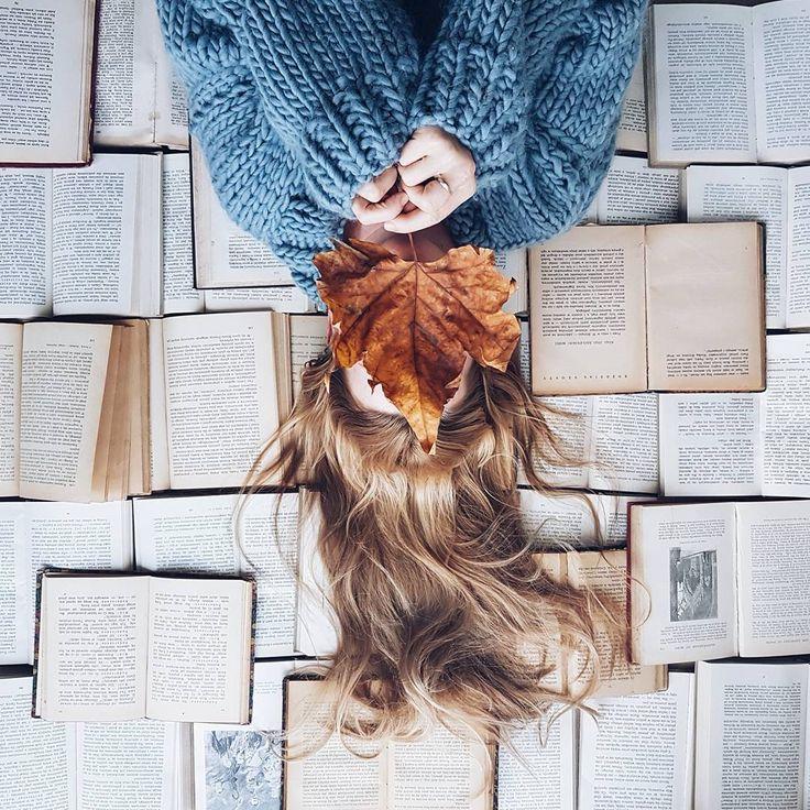 """1.180 Likes, 8 Kommentare – Ausgewählte Flatlays (@flatlaysquad) auf Instagram: """"Ein Buch am Tag hält die Realität fern. – Tag #flatlaysquad für eine Chance, f …"""
