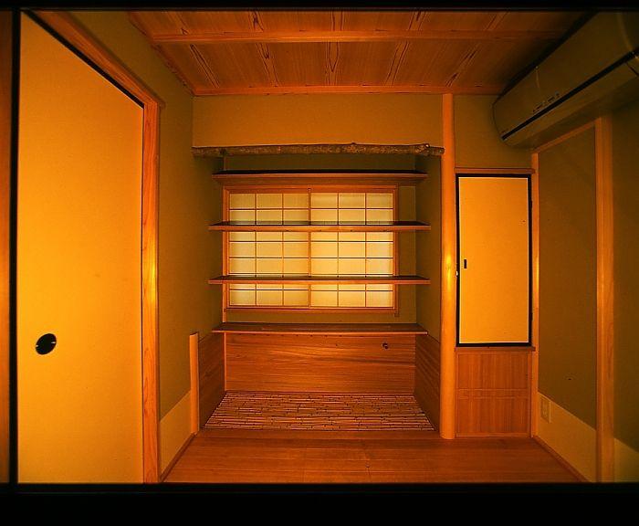 水屋 Mizuya The preparation area called the Mizuya is situated very close to the room, and is comparable to the kitchen in a normal house.
