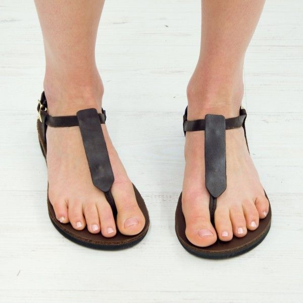 This T-Strap Accent Sandal includes the sandals and the plain leather sandal accent. This accents are hand crafted from espresso hued leather and give a simple, timeless look to your T-Strap Sandals.